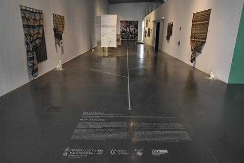 Vista general de l'entrada a l'exposició Bio-Lectures. Reflexions de l'entorn natural i rural contemporani. Fotografia slowphotos.es.